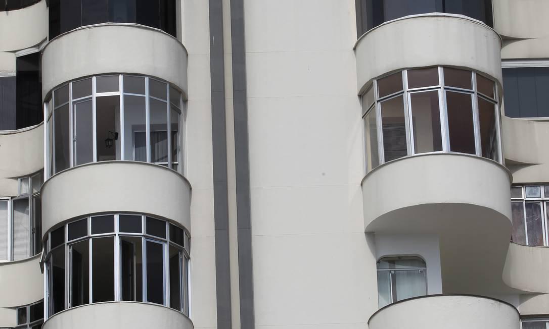 O prédio, que tem as varandas projetadas, é outro exemplo do estilo art déco, que predominou no bairro nas décadas de 1930 e 1940 Carlos Ivan