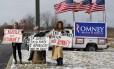 Partidários de Mitt Romney fazem campanha nas ruas de Youngstown, Ohio