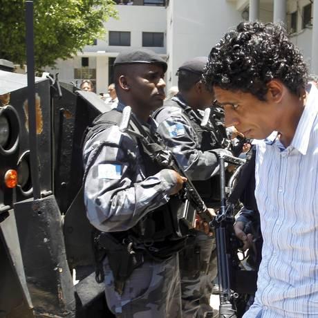 Após a prisão, em novembro, Nem é levado para o complexo penitenciário de Gericinó: hoje ele está num presídio federal em Campo Grande Foto: Marcelo Carnaval/10-11-2011 / O Globo