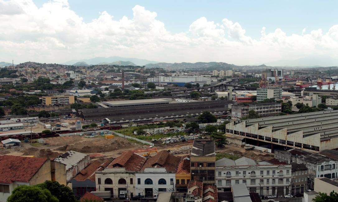 Obras do Porto Maravilha em terreno atrás da Rodoviária Novo Rio e terreno da Usina de Asfalto, na Leopoldina Foto: Gabriel de Paiva / O Globo