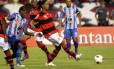 Ronaldinho Gaúcho foi vaiado pela torcida em boa parte do segundo tempo contra o Emelec