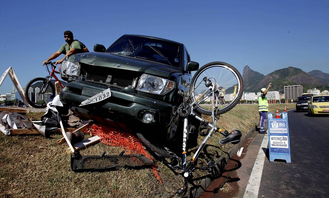 Dois feridos hospitalizados são funcionários de uma empresa terceirizada contratada pela Secretaria de Conservação para recuperar a ciclovia Marcelo Piu / Agência O Globo