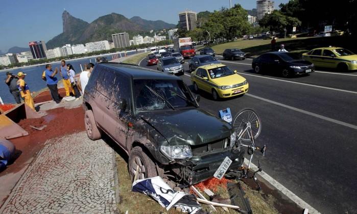 O engarrafamento causado pelo acidente, que ocorreu na altura do Morro da Viúva, durou 20 minutos e chegou até a Avenida Atlântica Marcelo Piu / Agência O Globo