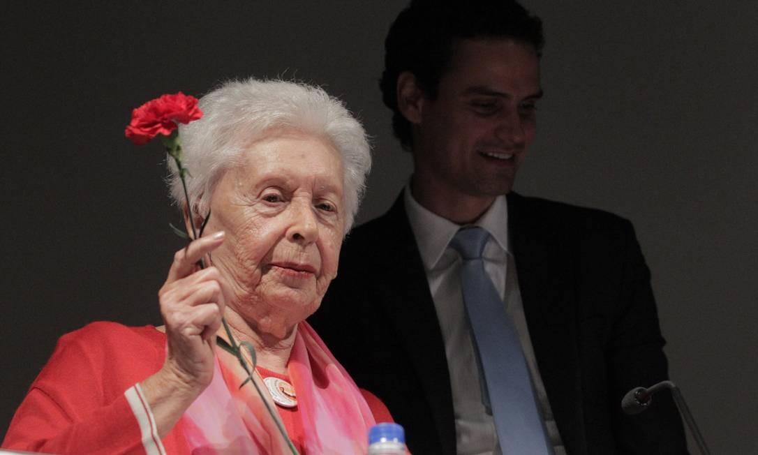 Clara Charf, viúva de Carlos Marighela, foi homenageada pelo secretário nacional de Justiça, Paulo Abrão Foto: Eliária Andrade/Ag. O Globo