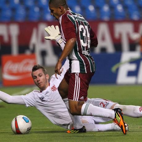 Paulo Victor foi o grande destaque do Flamengo na vitória sobre o Fluminense Foto: Ivo Gonzalez / O Globo