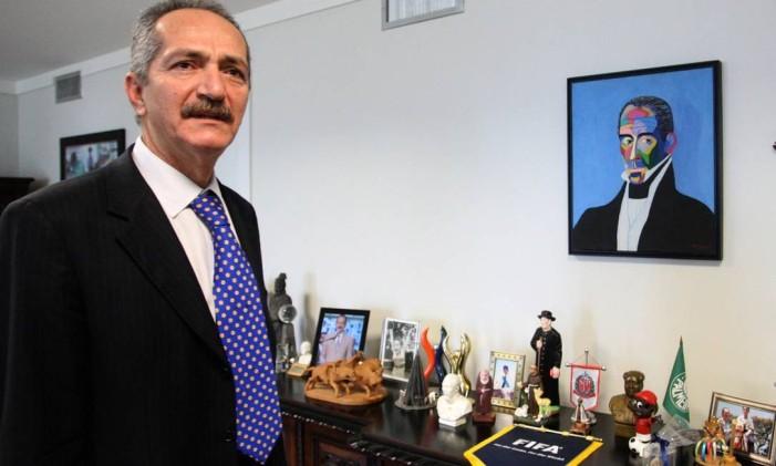 Ministro dos Esportes, Aldo Rebelo, mostra seus objetos de estimação Foto: Givaldo Barbosa/ O Globo