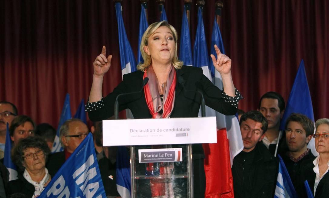 PRIMEIRO DISCURSO: Marine Le Pen fala a apoiadores em Hénin-Beaumont, no norte da França, já como candidata Foto: Michel Spingler/AP