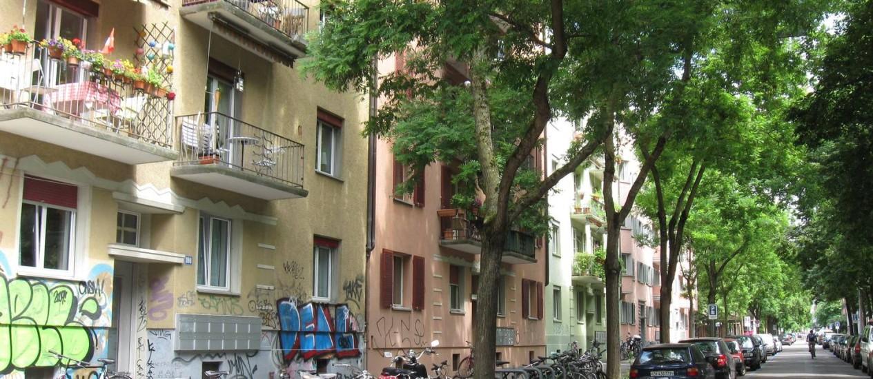 Região oeste da cidade, antiga região de fábricas, aos poucos se torna endereço moderno de Zurique Foto: Luisa Valle / O Globo