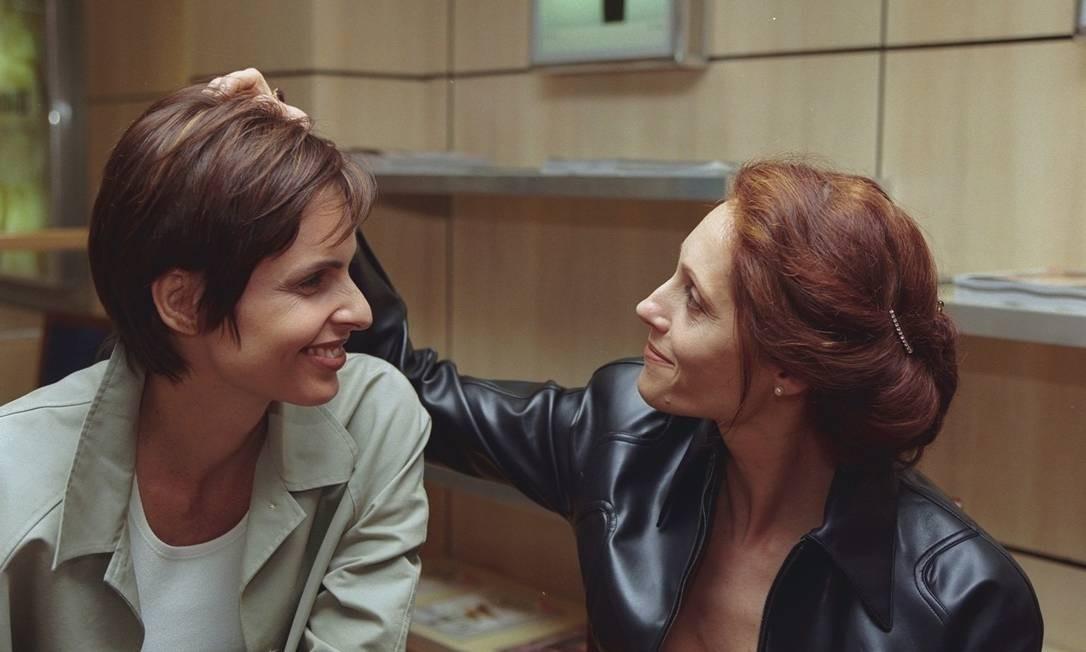 Christiane na pele de uma lésbica ao lado de Silvia Pfeifer, em 'Torre de Babel' Foto: Divulgação