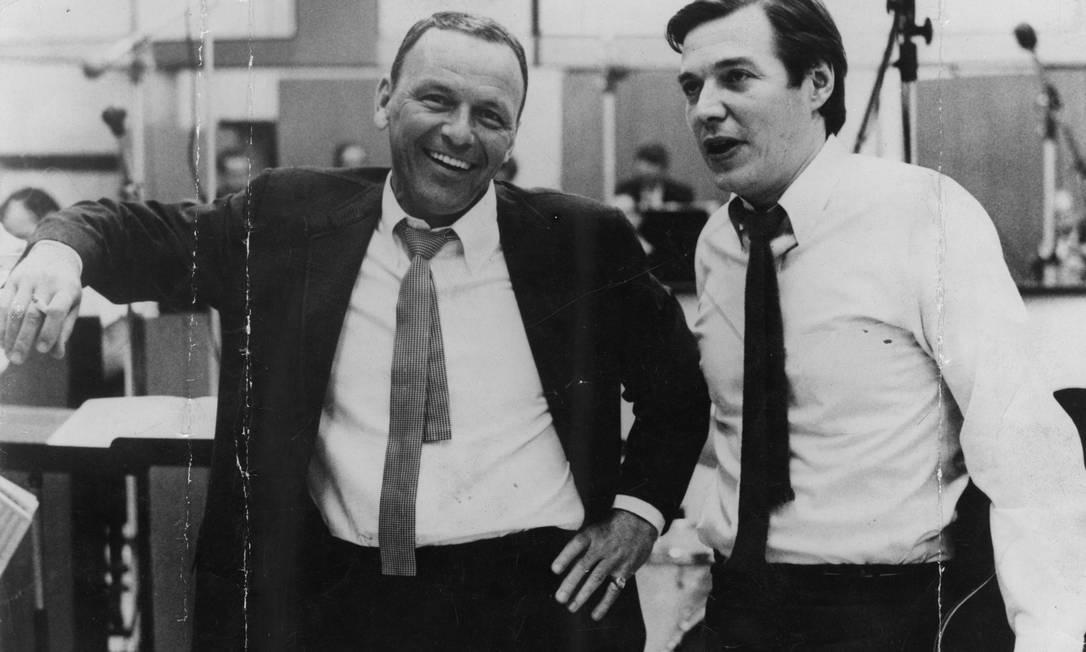 """FRANK SINATRA e Tom em 1967, durante as gravações do disco cuja faixa principal é """"Garota de Ipanema"""": música tem 500 versões Foto: Divulgação"""
