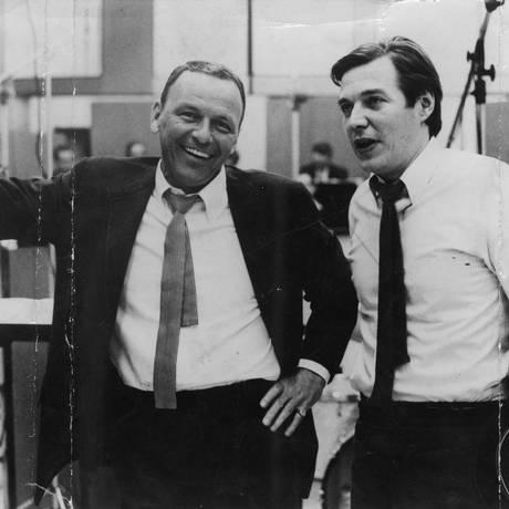FRANK SINATRA e Tom em 1967, durante as gravações do disco cuja faixa principal é