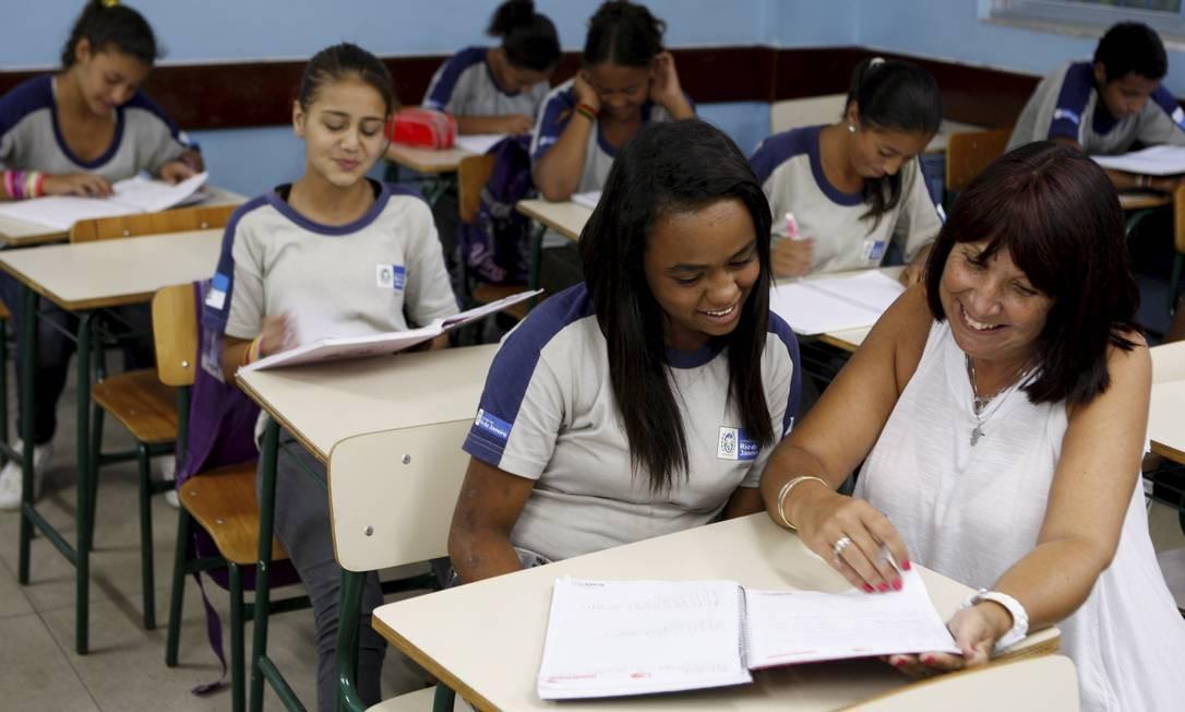 Alunos e professores da Escola Emília em Riograndina, Nova Friburgo Foto: Gustavo Stephan / Agência O Globo