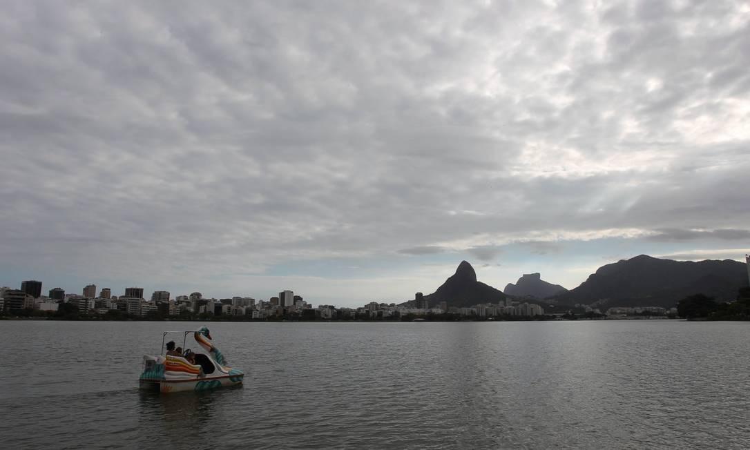 O último dia de verão teve dia nublado no Rio de Janeiro Foto: Domingos Peixoto