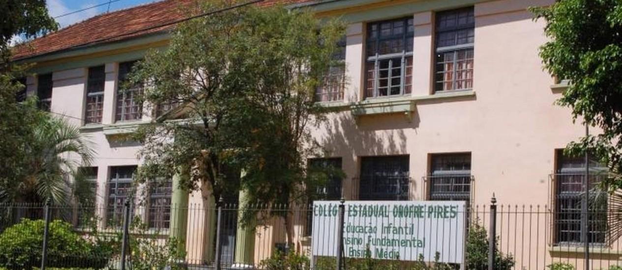 A fachada da escola onde estudam o agressor e o aluno agredido Foto: Reprodução da internet