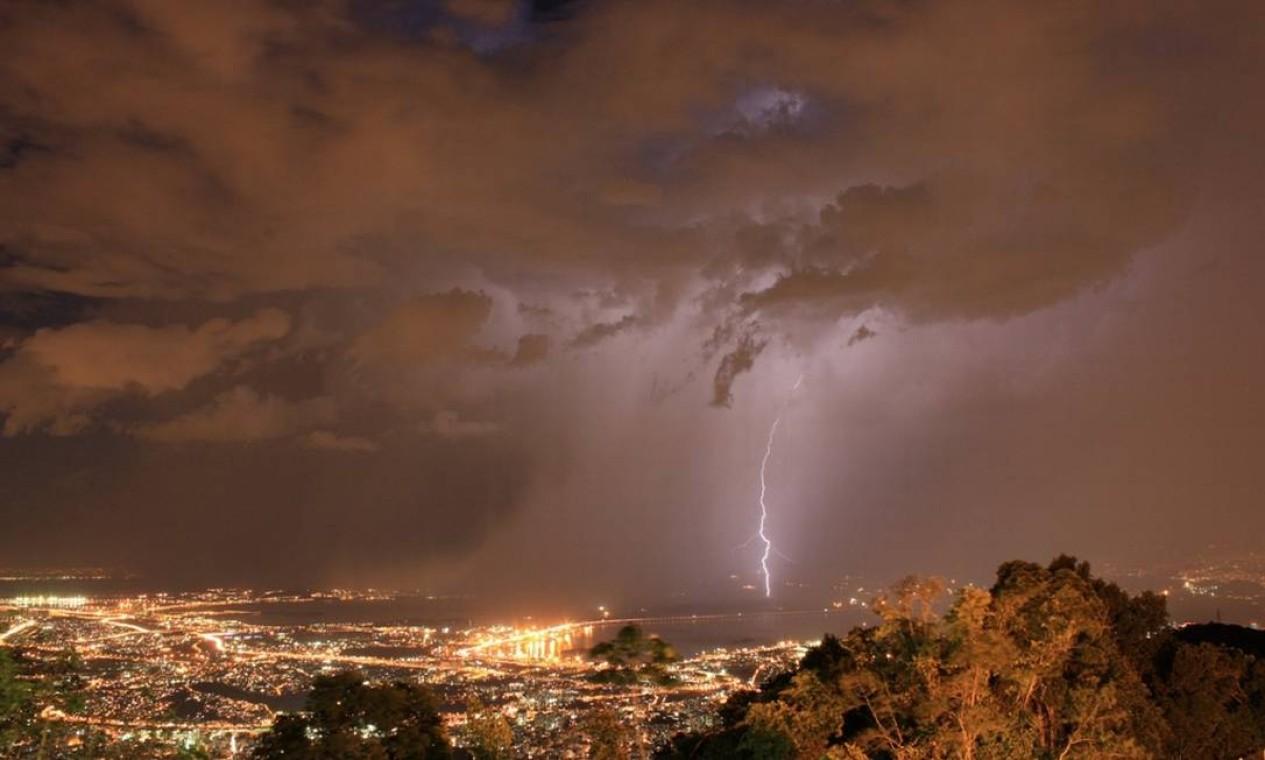 Segundo o Alerta Rio, o tempo na capital é instável e pode voltar a chover em toda a cidade. O Climatempo prevê 80% de chances de chuva no Rio durante a noite Foto: Foto do leitor Marcos Estrella / Eu-Repórter