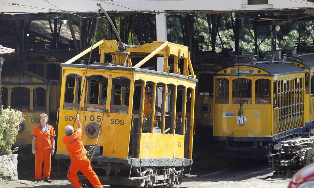 Oficina de Central (Companhia Estadual de Engenharia de Transportes e Logística), onde os bondes eram consertados. Foto de 29/08/2011 Foto: Márcia Foletto / Agência O Globo