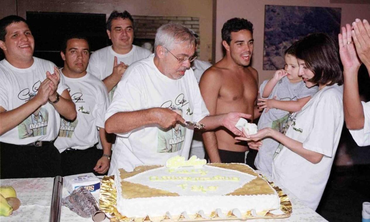 O aniversário do humorista em 2002 Foto: Divulgação