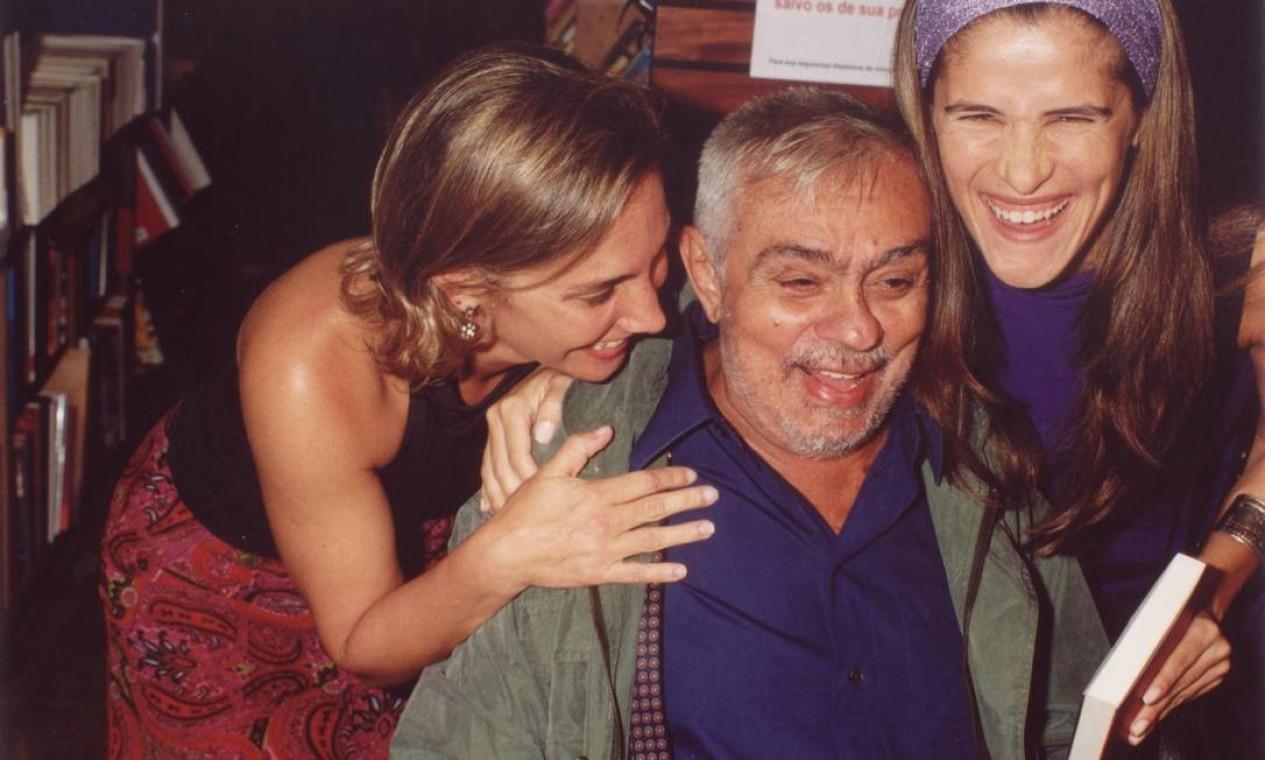 Chico Anysio com as atrizes Ingrid Guimarães e Heloísa Périssé em 2002 Foto: Divulgação