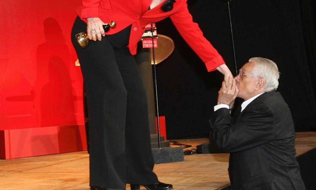 Chico Anysio ao lado de Fernanda Montenegro na festa do 4° Prêmio Contigo!, em 2009 Foto: Marcos Ramos / Agência O GLOBO