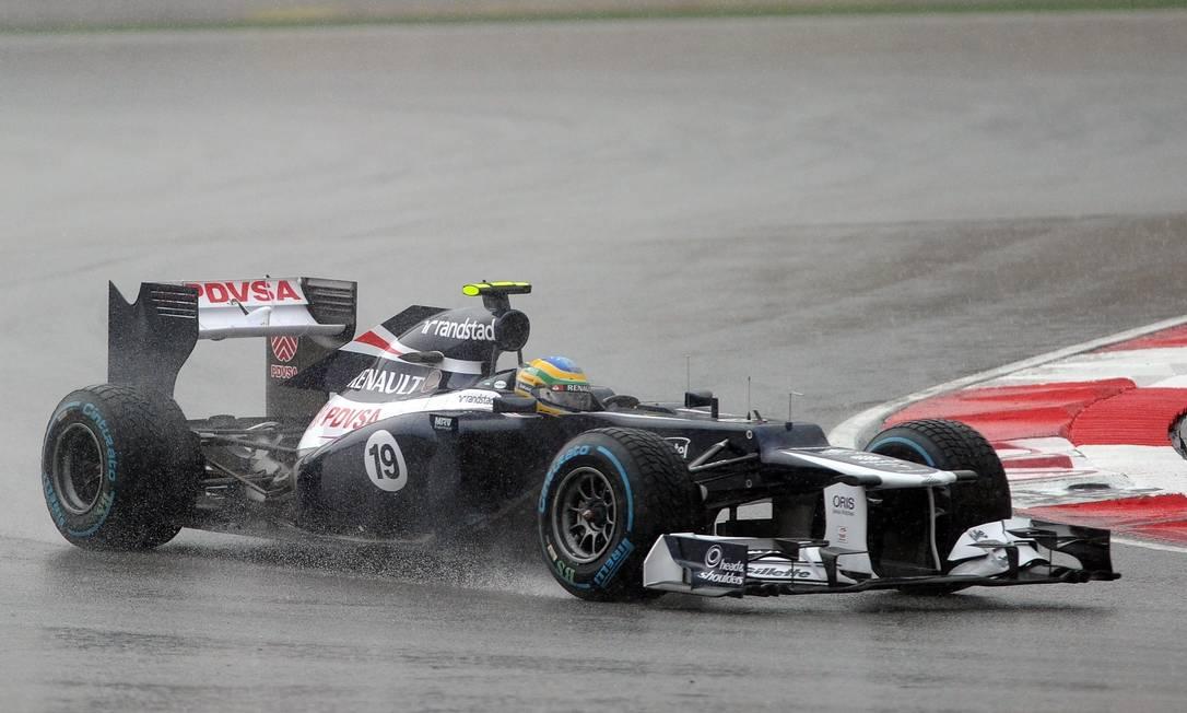 O brasileiro Bruno Senna largou em 13º, chegou a cair para 23º no início mas se recuperou e terminou em sexto lugar, sua melhor colocação em três anos de F-1 PRAKASH SINGH / AFP