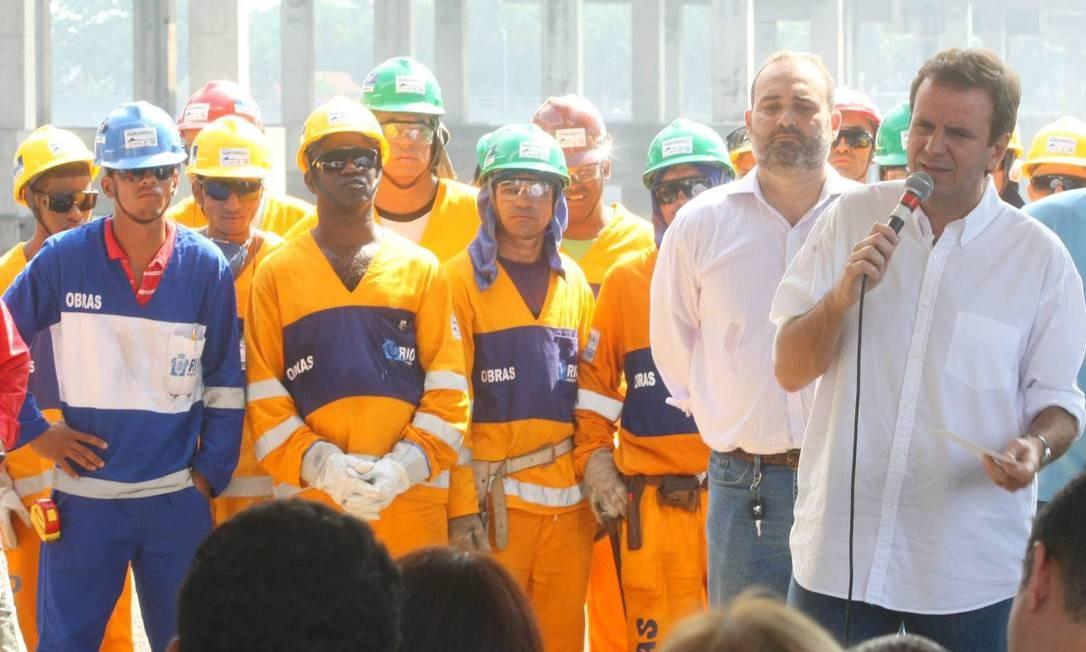O prefeito Eduardo Paes inaugura a segunda fase de obras da Transcarioca na Ilha do Governador Foto: Guilherme Pinto / O Globo