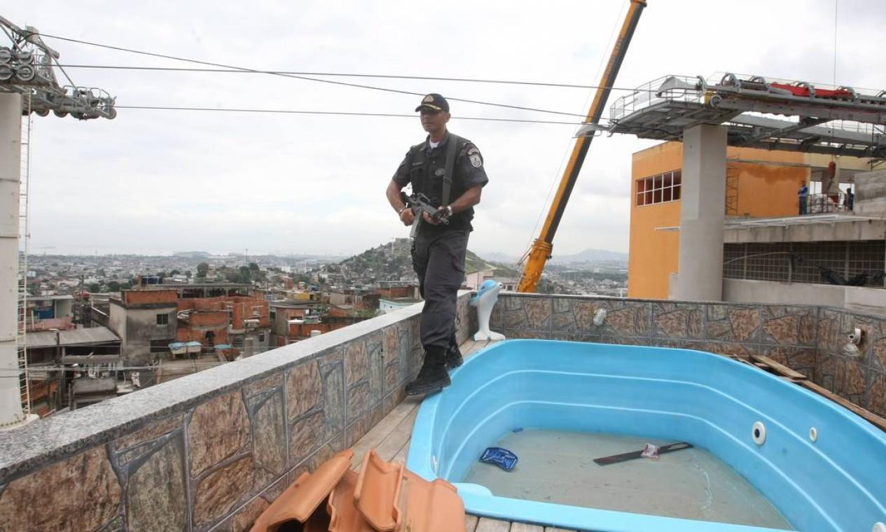 Outra casa de traficante que a polícia encontrou foi a de Marquinhos Niterói, que virou a base para a PM Foto: Guilherme Pinto / Extra (arquivo)