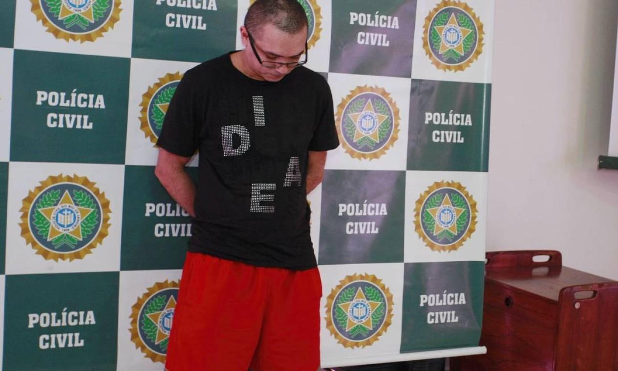 Em setembro, foi preso o traficante Sandro Batista Rodrigues, o NB, que era foragido do Complexo do Alemão. Ele foi preso em Caxias Foto: Fabiano Rocha / Extra (arquivo)
