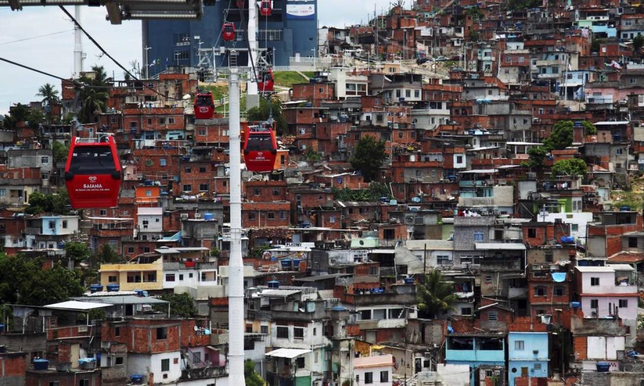 Com a ocupação, o governo inaugurou o teleférico do Alemão Foto: Gustavo Pellizzon / O Globo (arquivo)