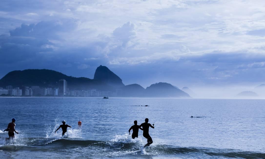 Natação no mar: cada vez mais amadores vêm aderindo à prática Foto: Gustavo Pellizzon