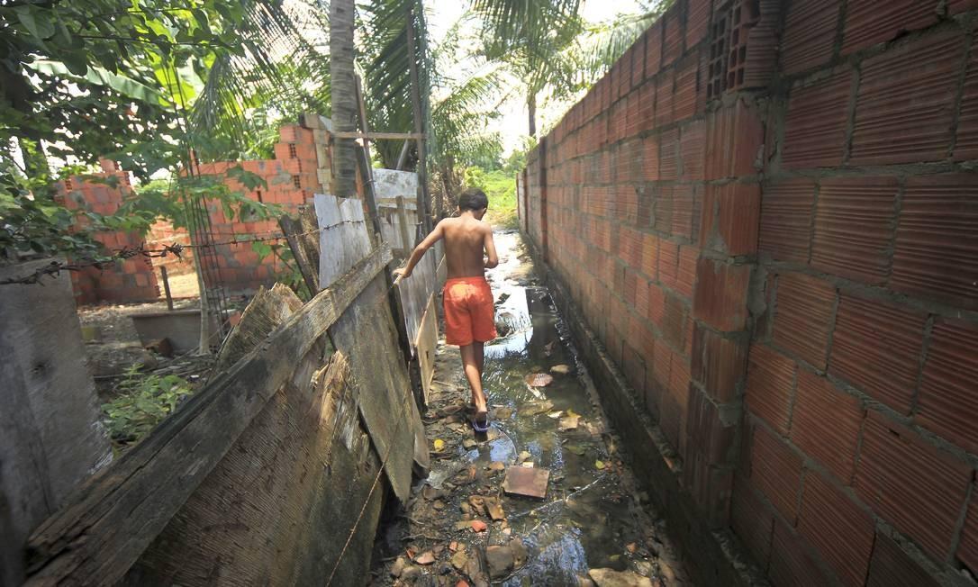 Saneamento precário em Fortaleza, no Ceará Foto: O Globo / Jarbas Oliveira