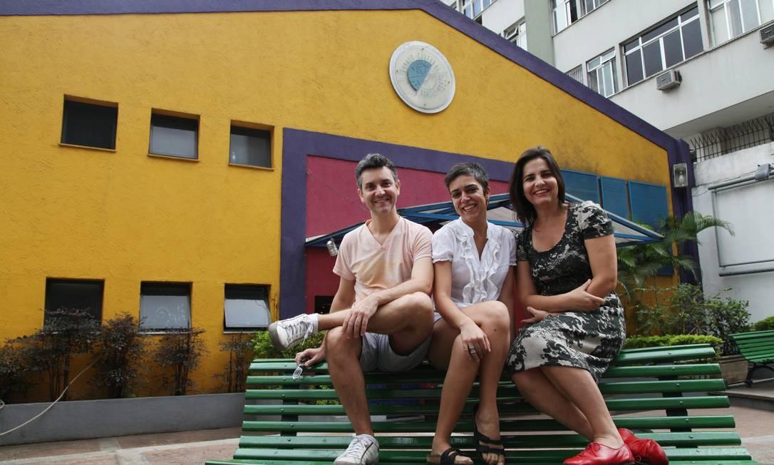 Joelson Gussom, Marta Vieira e Daniela Amorim, idealizadores da Ocupação Entre, que cuida do Espaço Sérgio Porto desde 2010 Foto: Ana Branco / Agência O Globo
