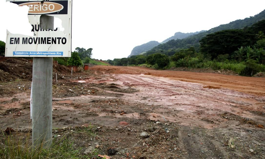Atraso nas obras do PAC: Arco Rodoviário em Itaguaí Foto: O Globo / Fabio Rossi