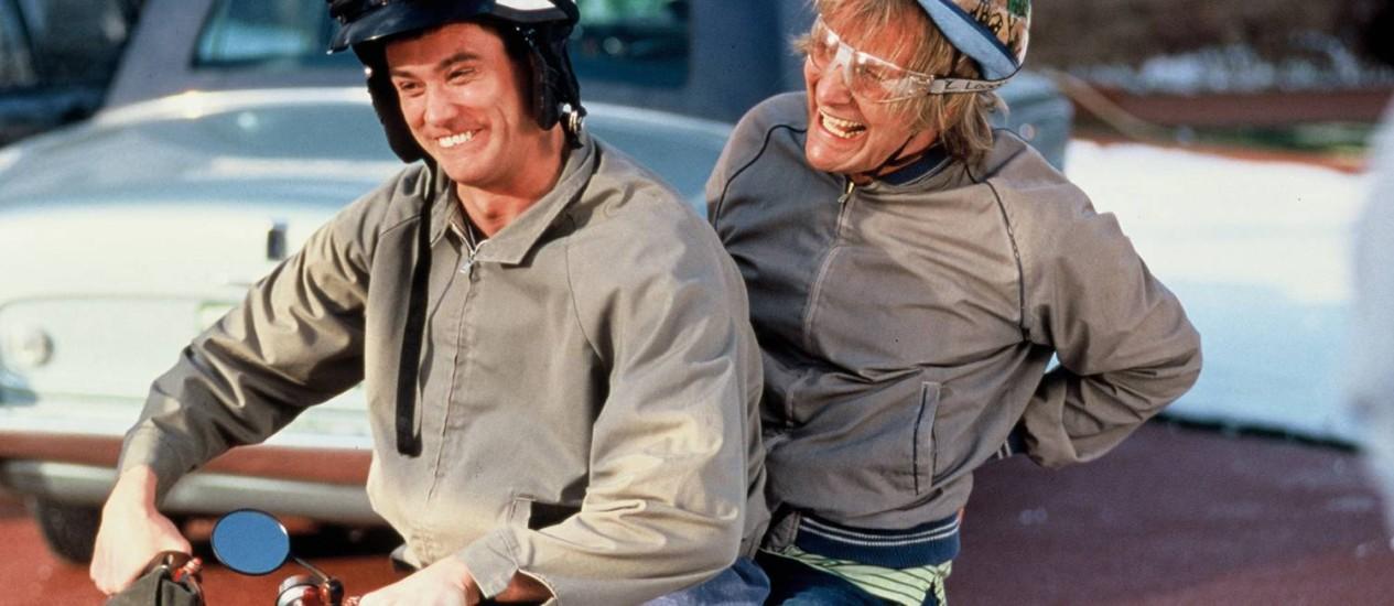 Jim Carrey e Jeff Daniels no filme 'Débi & Lóide', de 1994 Foto: Reprodução