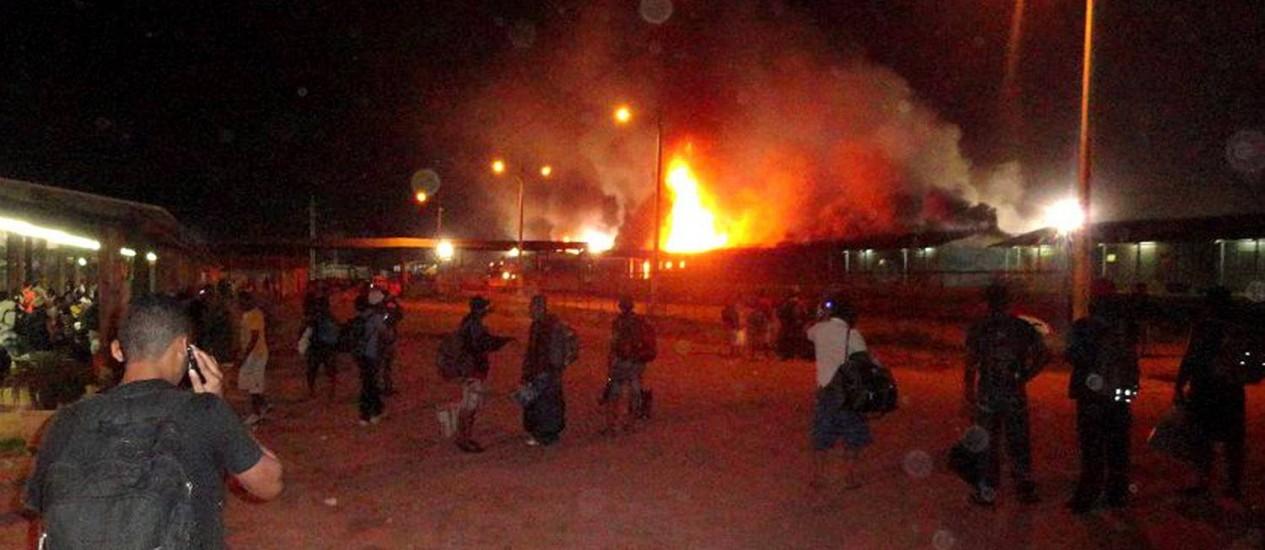 Alojamento incendiado no canteiro de obras de Jirau Foto: Rondoniagora/AE