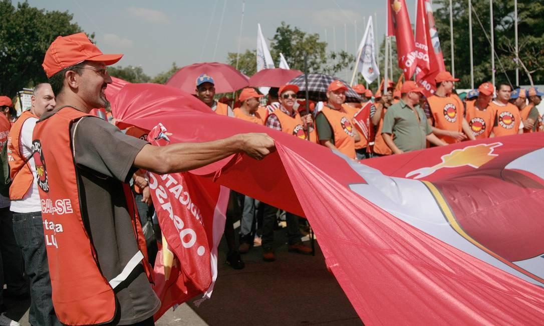 Fiesp e centrais sindicais promovem ato em frente a Assembleia Legislativa de São Paulo Foto: Agência O Globo