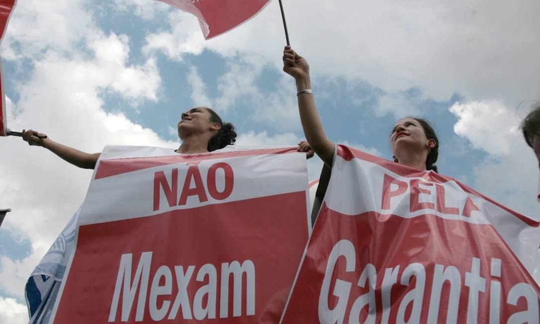 Centrais sindicais criticaram desindustrialização no país, um dia depois de governo lançar novo pacote de estímulo Foto: Agência O Globo
