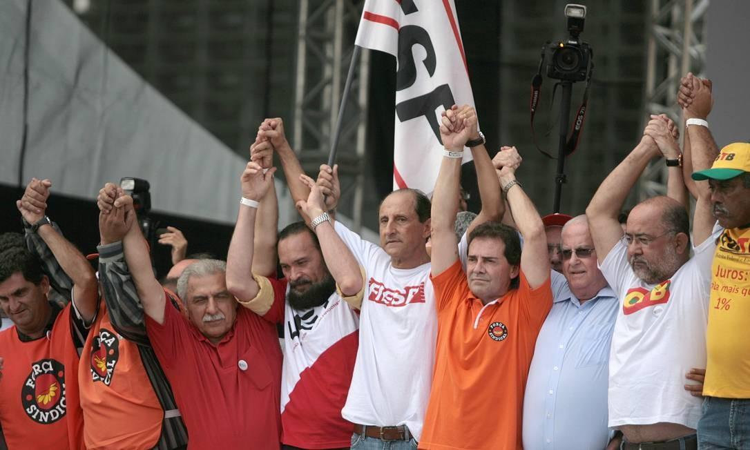Ato uniu sindicalistas e empresários e estudantes. Pacote de R$ 60,4 bilhões, anunciado como a segunda etapa do programa Brasil Maior, recebeu fortes críticas de economistas e do setor produtivo Foto: Agência O Globo