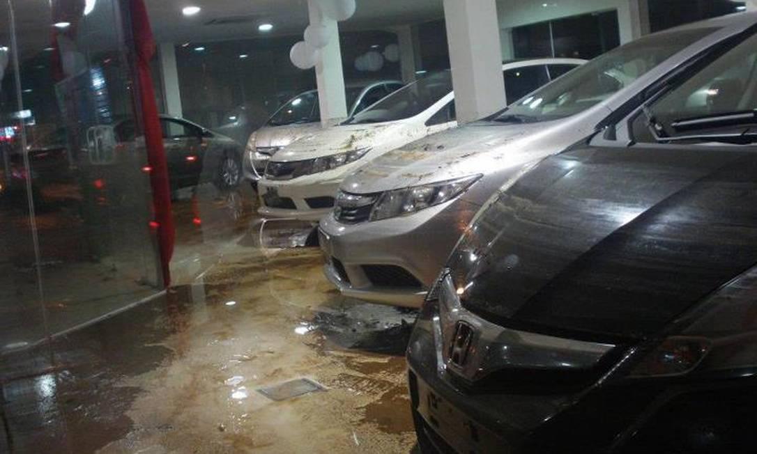 Concessionária da Honda foi invadida pela água Foto do leitor Isai Pereira / Eu-Repórter