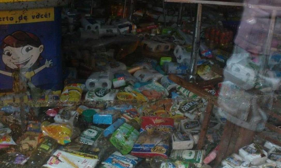 Força da água jogou produtos de supermercado no chão Foto do leitor Isai Pereira / Eu-Repórter
