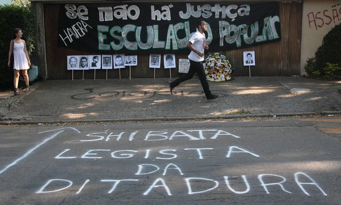 Protesto contra mortes e tortura na ditadura em São Paulo Foto: O Globo / Marcos Alves