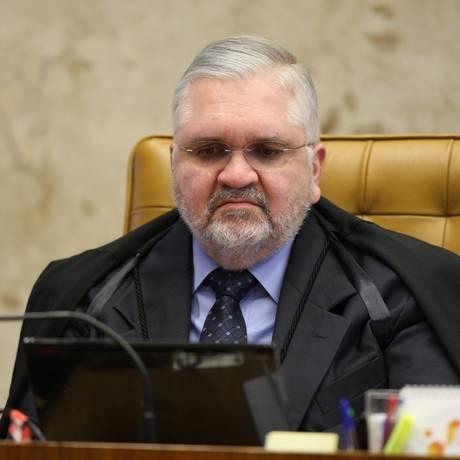 O procurador-geral da República Roberto Gurgel durante sessão do STF Foto: O Globo / Gustavo Miranda