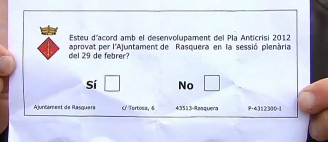 Cédula utilizada na votação pergunta, em catalão, se a população está de acordo com o plano aprovado em 29 de fevereiro, que prevê a autorização do plantio Foto: Agência O Globo