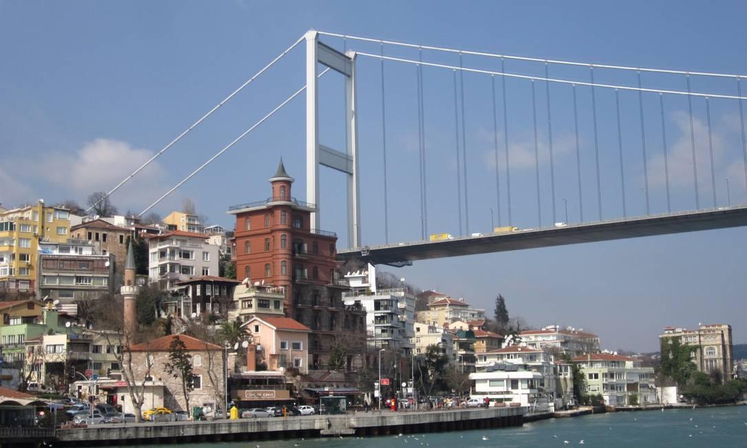 Ponte Sultão Fatih Mehmet, que atravessa o Bósforo, em Istambul Foto: Mario Toledo / O Globo