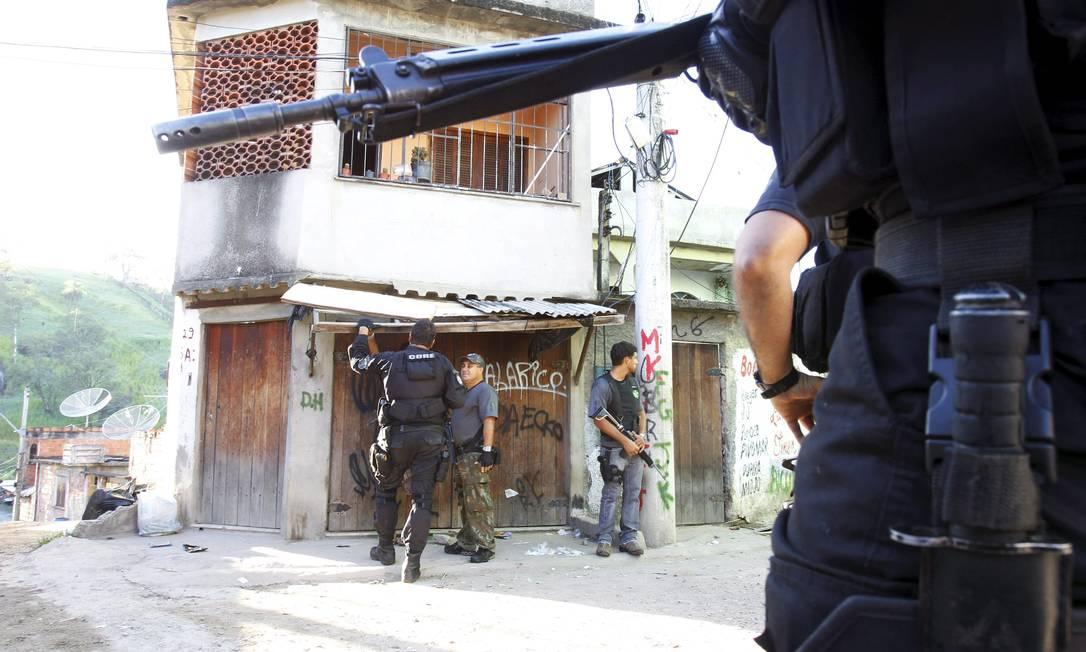 Só o 4º Comando de Policiamento de Área (CPA) conta com 200 PMs nas comunidades Nova Brasília, Preventório, Viradouro, Caramujo e Vila Ipiranga, em Niterói O Globo / Fernando Quevedo