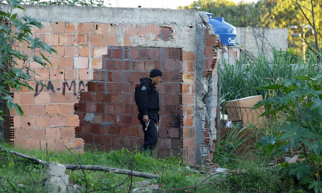 O traficante é conhecido por abrigar, no Morro da Coruja, traficantes que fugiram de comunidades pacificadas do Rio. Há uma recompensa de R$ 2 mil para quem fizer denúncias que levem a sua prisão O Globo / Fernando Quevedo