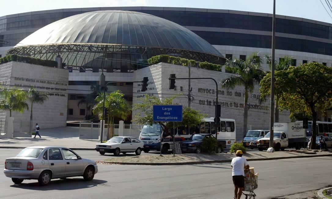 A Catedral da Fé em Del Castilho: projeto fixa parâmetros urbanísticos especiais e permite ampliações de área construída Foto: Jorge William/18-6-2004 / O Globo