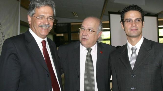 O ex-ministro Nilmário Miranda é um dos nomes cotados para integrar a comissão Foto: O Globo / Givaldo Barbosa