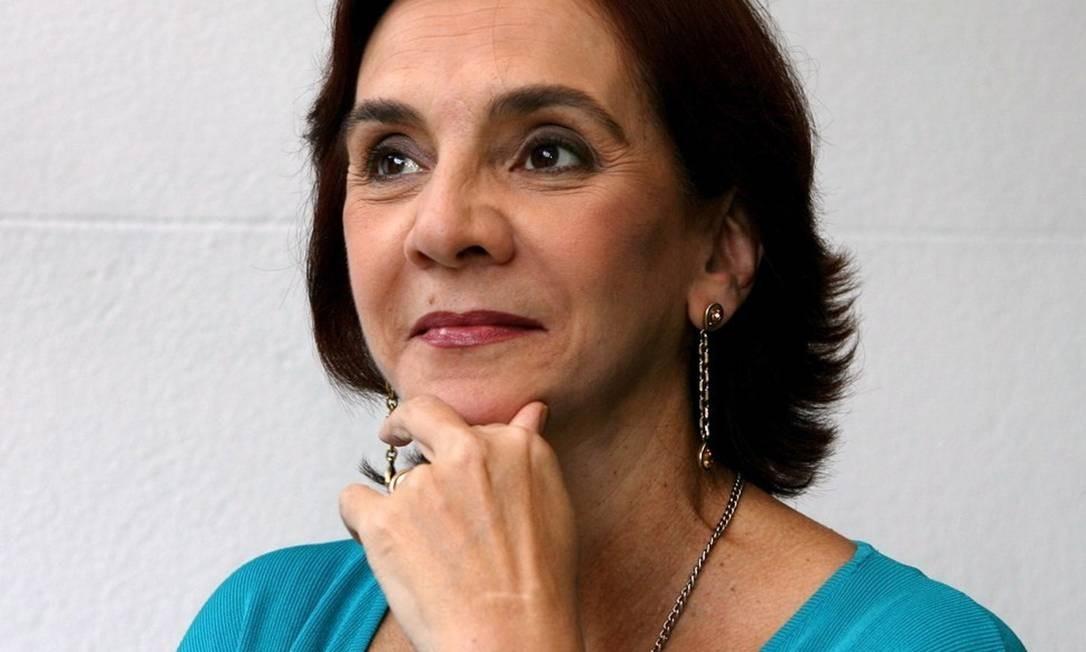 Cientista política Lúcia Hippolito está internada em Paris com doença autoimune Foto: O Globo / Simone Marinho