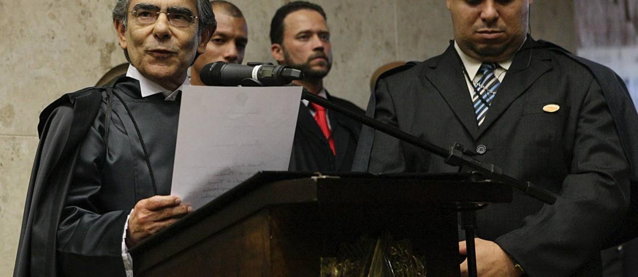 Ministro Ayres Britto pronuncia compromisso de posse na presidência do STF Foto: STF / divulgação