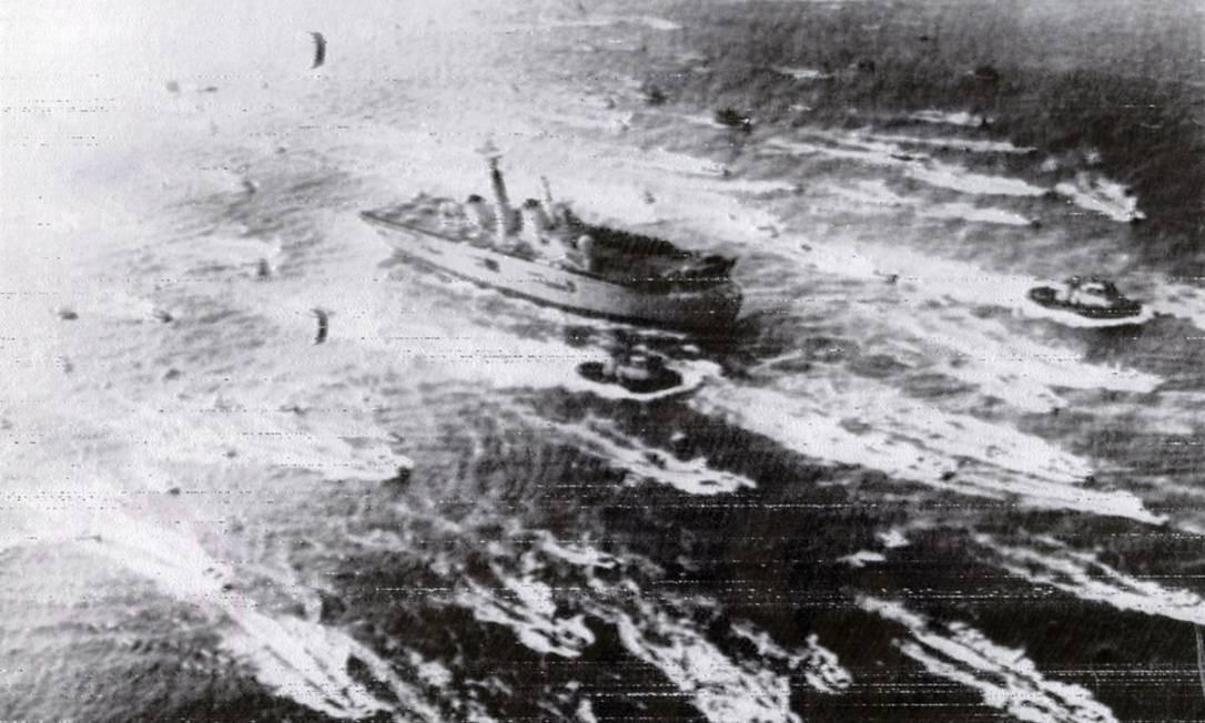 O Porta Aviões Invincible, da Marinha Real Britânica, participou da Guerra das Malvinas Foto: Agência O Globo